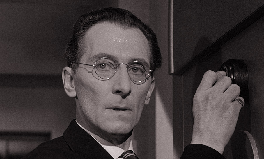 Peter Cushing in Cash on Demand